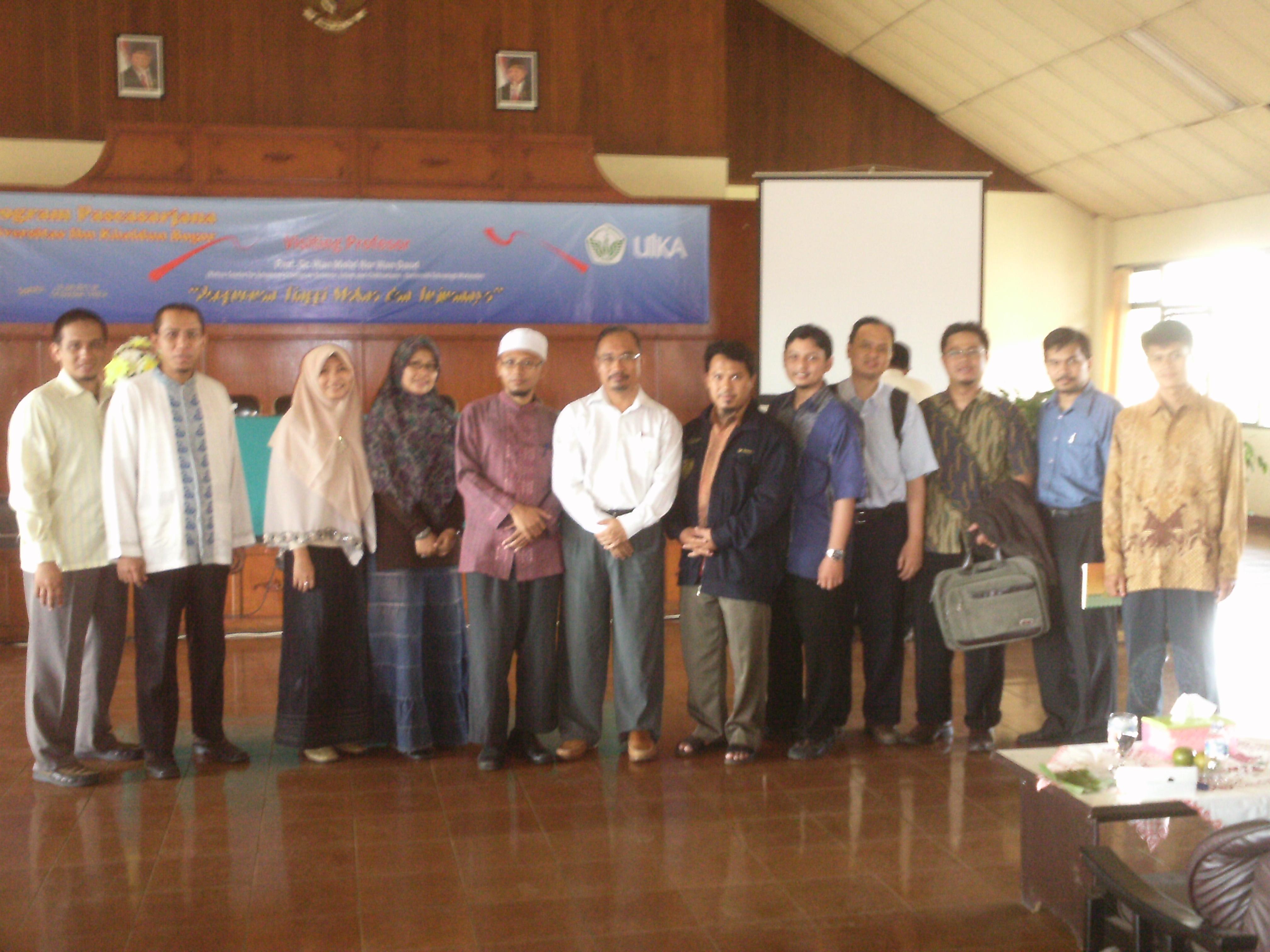 Bersama Profesor Wan Mohd Nor Wan Daud Aiems